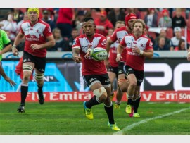TOP OF THE LOG TEAM: Emirates Lions flyhalf, Elton Jantjies playing the best rugby of his career will undergo an operation on his fractured finger and should be ready to play within three to four weeks. Photo: Willem Loock.