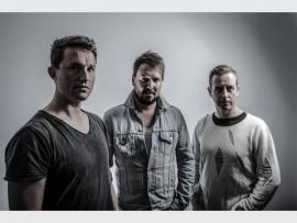 NUWE MUSIEKVIDEO: Nagligte bestaan uit Jacobus 'Roof' Brink (voorsanger, kitaar en klavier), Wynand Jonker (kitaar) en Daniël 'Eddie' Brink (dromme).