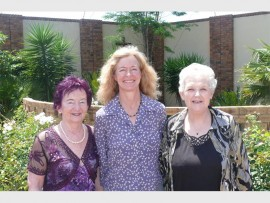 INTERESTING TALK: Anne du Plessis, Brigette Blaeser and Marjorie Latimer.