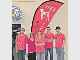 Helpers Ernie Nel, Nicky Koekemoer, Abagale Ivins and Henco van Wyk.