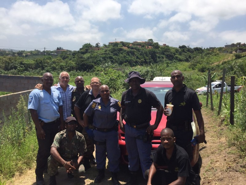 Members of the CCPO, Toti SAPS and ET Rapid Response who helped recover a vehicle stolen from Winkle Beach on 23 December.
