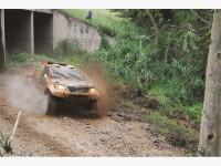 Toyota Castrol-span Leeroy Poulter en medebestuurder Rob Howie.