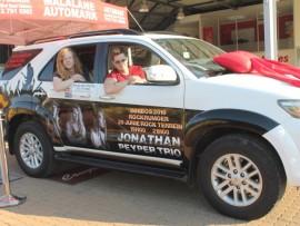 Jason Hinch en Jonathan Peyper is baie beindruk met hulle nuwe voertuig.