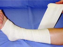 It feels like my leg should be bandaged like this.