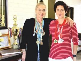 Agatha Lee du Plessis en Neliza van Niekerk met die medaljes wat hulle die afgelope paar maande verwerf het.