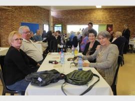 Loekie en Fia Snyders, Babs le Roux en Marie Nel.