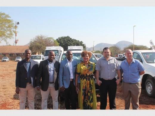 Cllrs Solomon Mahlalela, Phil Mziyako, Million Shongwe, Thuli Khoza, Mascor's Danie Neethling and municipal fleet manager Jaco du Preez.