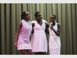 Minky Khoza en Sinokuhle Mnisi het as agtergrondsanger vir Nqobile Mahlobo opgetree.