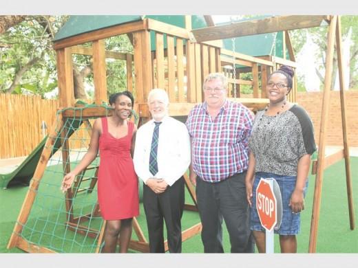Grade R teacher Ms Letta Mvukela, TRAC CEO Mr Graham Esterhuysen, Kaapmuiden principal Mr André Hart and grade R teacher Ms Cebile Fakude.