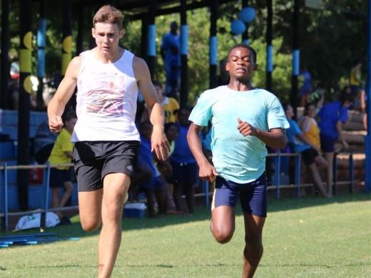 Wessel Luies en Sethu Mathebula ding in die 100m mee.