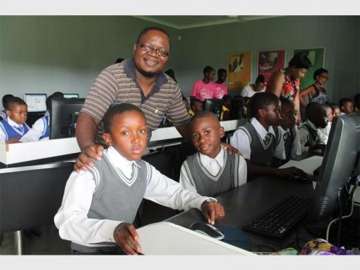 Pat Ndlovu of Siyafundza Primary with pupils Frans Mdluli and Tsepo Nkosi.