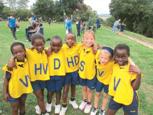 Kamugelo Chiloane, Gcina Mathebula, Ursula Mathumbu, Simphiwe Fankomo, Nea Ferreira, Genevieve Bubb en Aminah Faye