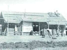 A pioneer dwelling built by the Cowin family after settling near Kiepersol to establish a banana-and-pineapple growing estate in the 1940s.