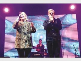 Karen Zoid en Francois van Coke tydens verlede jaar se Innibos in aksie op die MK-rockverhoog.