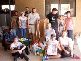 Laevelder se redaksie met die goedere wat hulle vir Care for Wild Africa geskenk het.