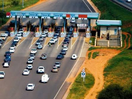 Hundreds of vehicles passed through the N4's toll gates.