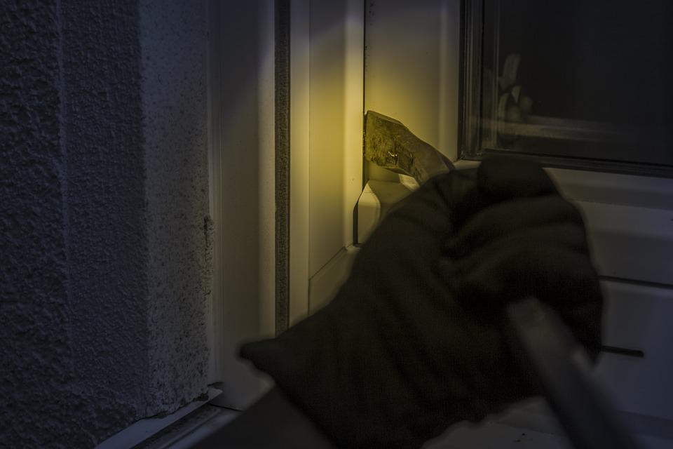 burglar 1678883 960 720.