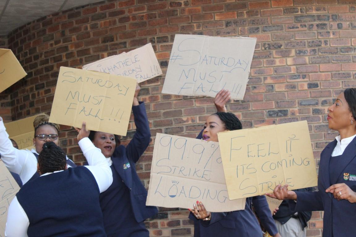 saturday must fall says home affairs employees mpumalanga news. Black Bedroom Furniture Sets. Home Design Ideas