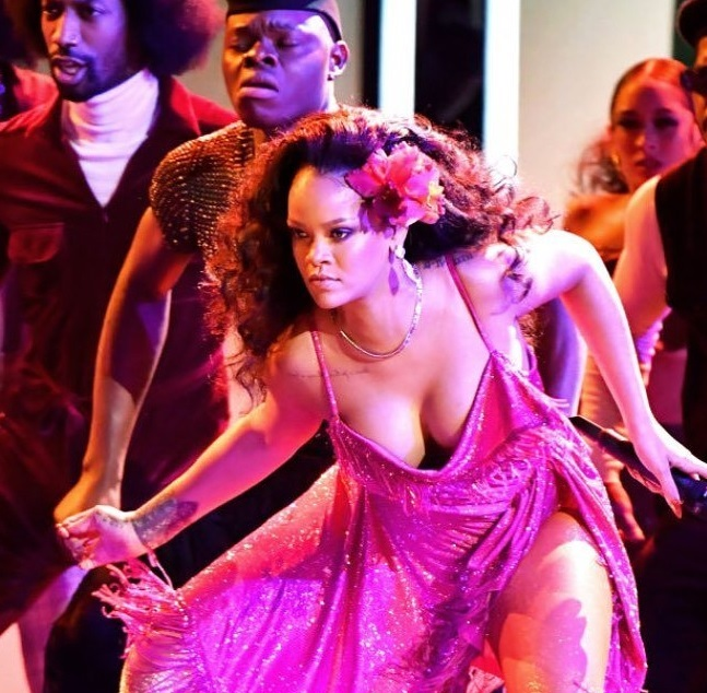 Rihanna dances 'gwara gwara' at Grammy awards