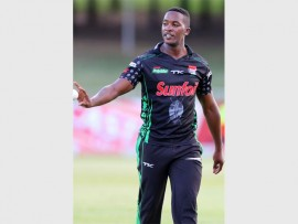 Left-arm seamer Mthokozisi Shezi is welcomed back home to KZN ahead of the 2016/17 season after signing a full-time contract with the Sunfoil Dolphins. PHOTO: Sunfoil Dolphins