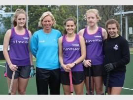 SA U21 women's hockey coach, Lindsey Wright with Alli Hanger (Thomas More College), Kayler Hulett (Ashton International College), Jodie Connoly (The Wykeham Collegiate) and Amba Brown (Durban Girls' College).