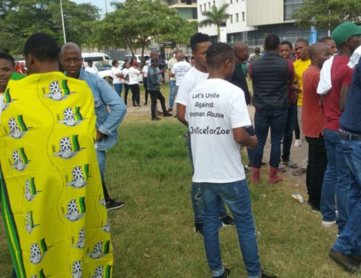 WATCH: Hundreds gather outside court in support of slain