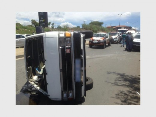 13 people were injured when a taxi overturned in Alex.