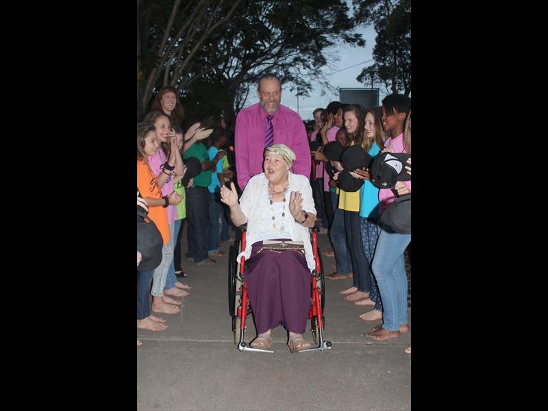Pupils say farewell to outgoing principal