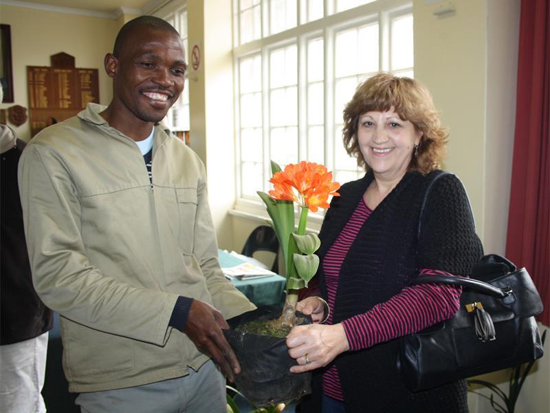 Paul Zuma helps Rene Pretorius Tamara Hurwitz