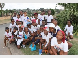 Wyebank Primary School's Grade 4A and 4B class pose for a quick snap during the fun run.