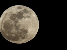 the-full-super-moon-rises-over-los-angeles