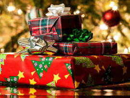 christmas-gifts-a1urbclp