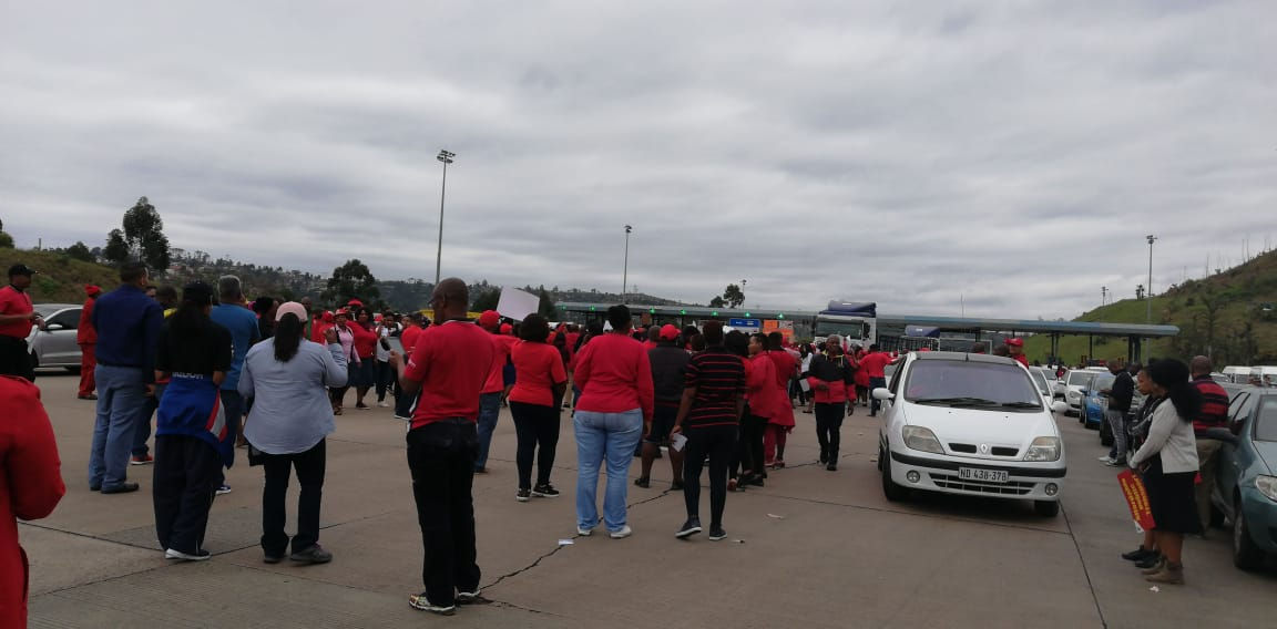 The red attire donned by protestors led to some people on whatsapp groups incorrectly attributing the action to the EFF.
