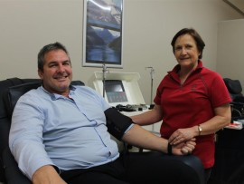 Peter Swart and Jane Groom, SANBS special projects coordinator, with the centrifuge.