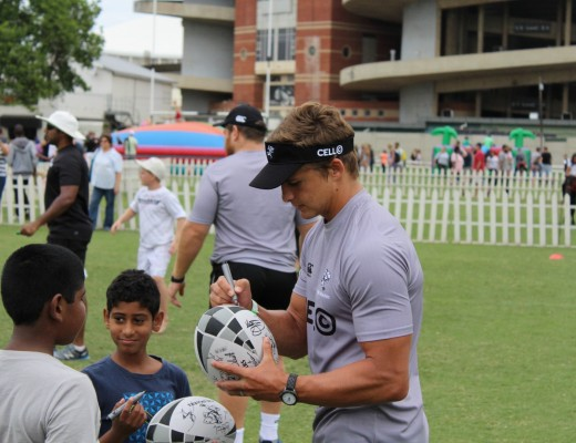 The annual Sharks Fun Day was a huge hit with rugby fans. Fans were able to play touch rugby with their heroes as well as getting signatures and photos with them. Patrick Lambie was one of the