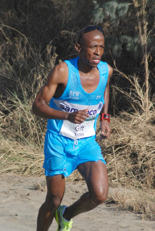 Comrades 2015 maritzburg sun gift kelehe the lonliness of a long distance runner pic mark wing negle Images