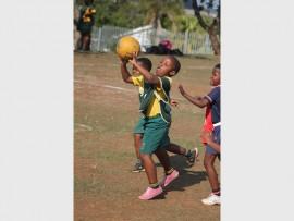 Grantham's Aneliswa Ncalane passes the ball in the U8 netball matchPHOTOS: RICHARD SPRINGORUM