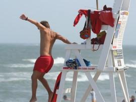 Lifeguard_jumping_into_action,_Ocean_City,_June_27_,2007[2]