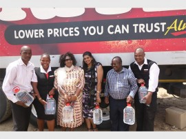 Queen Thandi Zulu with CEO for the Bayede Foundation Rhana Naicker with the principal of the Lindezwe Primary School and Shoprite Checkers Employees