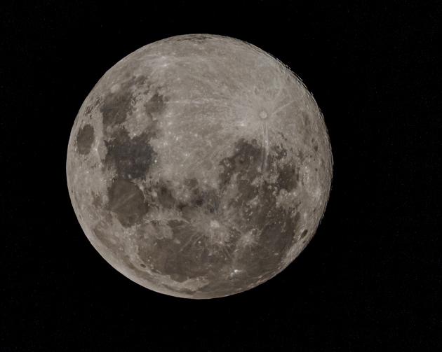 Former Zululander captures April super moon on camera - Zululand Observer