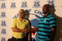 USihlalo weMaritzburg United u Yusuf Kadodia no Steve Komphela othulwe njengomqeqeshi omusha waleliqembu ehhotela iStay Easy eMgungundlovu ngoMsombuluko.