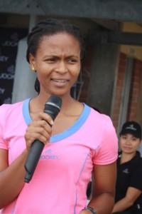 U-Amanda Dlamini ongumdlali webanyana othi ufuna ukukhuthaza intsha kwezemidlalo kantgi lapha ubehamnbele esikoleni saOlwandle eGamalakhe.