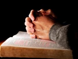 praying-with-bible_352364 (Custom)