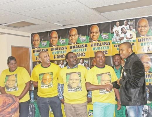 Kungesikhagthi uMnu Mthandeni Dlungwana uSihlalo we-ANC esifunndeni saseMoses Mabhida ngesikhathi amakela  amalunga amasha kuKhongolose . Isithombe :  Siso Naile