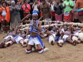 ABEZE alale phansi kanje amabhungu ngesikhathi zisina zidedelana emcimbini obuhlelwe ibutho lezinkonde. Isithombe: Mthandeni Madlala