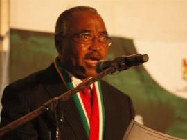 UNdunankulu waKwaZulu-Natali uWillies Mchunu ekhuluma nabahli baseGlebe ezinkundleni zemidlalo zakhona ngeSonto. Isithombe: Sabelo Ngema