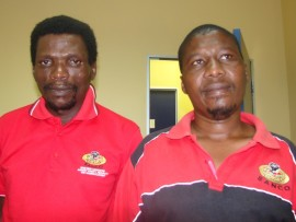Esithomben ngabaholi be-SANCO KwaDukuza uMnuz Dumisani Nonyazi (kwesokudla) kanye noQinisani Nxumalo