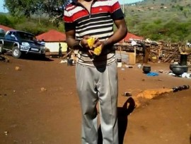 Iyona insizwa yaseMsinga  eshisa  izikhotha uQhubinja.Isithombe :FACEBOOK