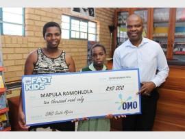 Proud mom Ntombizanele Romohlola with the clever little Mapula Ramohlola and principal Mandla Sibanyoni.
