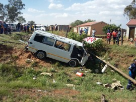 The driver of the taxi reportedly sustained serious injuries during the crash. Photo credit: er24.co.za